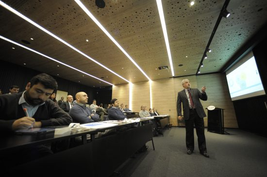 ESE Business School realiza charla en Irade.