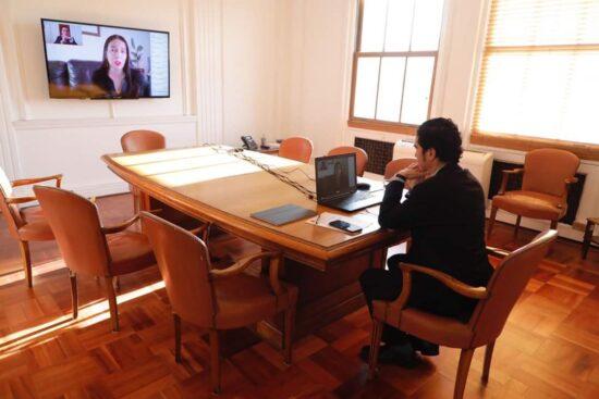 Ministro Briones llama a empresas del Biobío a cuidar el empleo